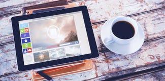 Zusammengesetztes Bild des zusammengesetzten Bildes der verschiedenen Video- und Computerikonen angezeigt Lizenzfreies Stockbild