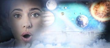 Zusammengesetztes Bild des zusammengesetzten Bildes des Sonnensystems gegen weißen Hintergrund Stockbild