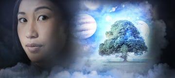 Zusammengesetztes Bild des zusammengesetzten Bildes des Sonnensystems gegen weißen Hintergrund Lizenzfreie Stockfotografie