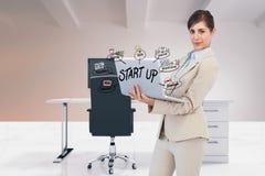 Zusammengesetztes Bild Digital der Geschäftsfrau Laptop mit verwendend beginnen oben Text und Ikonen im Büro Stockbild