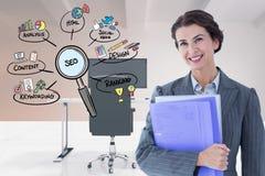 Zusammengesetztes Bild Digital der Geschäftsfrau mit Dateien durch Ikonen im Büro Stockbilder