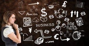 Zusammengesetztes Bild Digital der Geschäftsfrau verschiedene Ikonen betrachtend Lizenzfreie Stockfotos