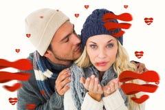 Zusammengesetztes Bild von attraktiven Paaren auf Wintermode Lizenzfreies Stockbild