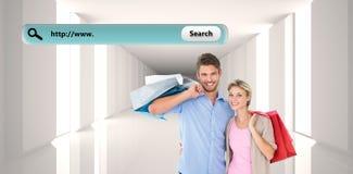 Zusammengesetztes Bild von den attraktiven jungen Paaren, die Einkaufstaschen halten Lizenzfreies Stockfoto