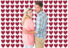 Zusammengesetztes Bild von den attraktiven Paaren, die an der Kamera sich drehen und lächeln Stockfotografie