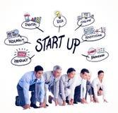 Zusammengesetztes Bild von den Geschäftsleuten, die sich vorbereiten zu laufen Stockfoto