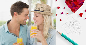 Zusammengesetztes Bild von den jungen Paaren der Hüfte, die zusammen Orangensaft trinken Stockfotografie
