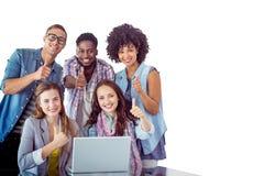 Zusammengesetztes Bild von den Modestudenten, die im Team arbeiten Stockfotos