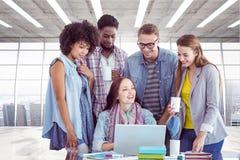 Zusammengesetztes Bild von den Modestudenten, die im Team arbeiten Stockfotografie