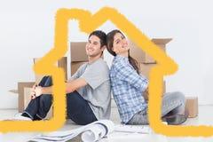 Zusammengesetztes Bild von den Paaren, die Rücken an Rücken sitzen Lizenzfreie Stockfotos