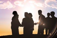 Zusammengesetztes Bild von den Schattenbildern, die Hände rütteln Lizenzfreie Stockfotos