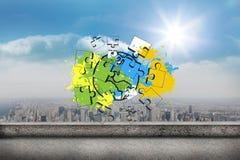 Zusammengesetztes Bild von Erde und von Laubsäge auf Farbe spritzt Stockfotografie