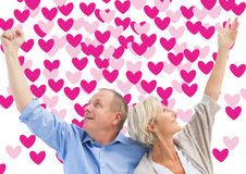 Zusammengesetztes Bild von glücklichen reifen Paaren mit den Händen oben Stockbilder