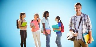 Zusammengesetztes Bild von glücklichen Studenten draußen auf dem Campus Stockbild