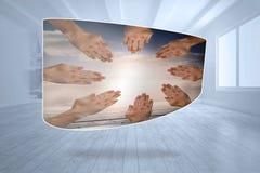 Zusammengesetztes Bild von Händen zusammen auf abstraktem Schirm Lizenzfreies Stockbild