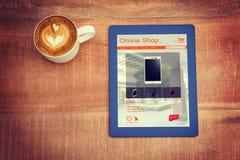 Zusammengesetztes Bild von Handys für den Verkauf angezeigt auf Webseite Lizenzfreie Stockfotos