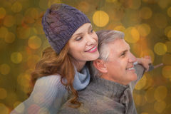 Zusammengesetztes Bild von sorglosen Paaren in der warmen Kleidung Lizenzfreie Stockfotos
