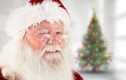 Zusammengesetztes Bild von Weihnachtsmann-Blinzeln Lizenzfreie Stockfotos