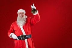 Zusammengesetztes Bild von Weihnachtsmann eine Glocke schellend Lizenzfreie Stockfotografie