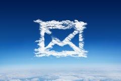 Zusammengesetztes Bild von Wolken-E-Mail Stockfotografie