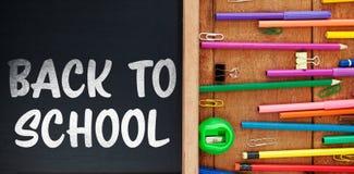 Zusammengesetztes Bild zurück zu des Schultextes auf weißem Hintergrund Lizenzfreies Stockbild