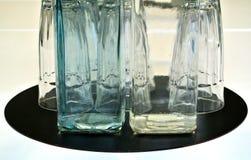Zusammensetzung der Flasche und der Gläser Stockfotografie
