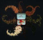 Zusammensetzung der Getreide und des Tees Stockfotografie