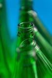 Zusammensetzung der sieben grünen Bierflaschen Lizenzfreies Stockfoto