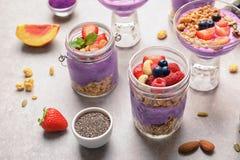Zusammensetzung des gesunden Frühstücks mit köstlichem acai Stockfoto