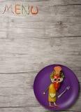Zusammensetzung des Menütitels und Gemüse kocht auf hölzernem Brett Lizenzfreie Stockfotos