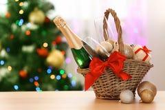Zusammensetzung des neuen Jahres mit Champagner und Raum stockfotografie
