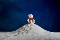 Zusammensetzung eines Spielzeugs und des Sandes Lizenzfreie Stockfotos