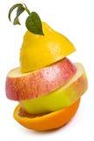 Zusammensetzung gemacht von den Stücken des Apfels, der Zitrone und der Orange Stockbilder