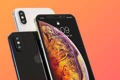 Zusammensetzung mit 3 Apple-iPhone XS intelligente Telefonen