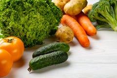 Zusammensetzung mit sortiertem rohem organischem Gemüse Lizenzfreies Stockfoto