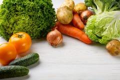 Zusammensetzung mit sortiertem rohem organischem Gemüse Lizenzfreies Stockbild
