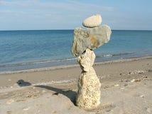 Zusammensetzung mit unterschiedlichen Steinen und Meer Stockfotos