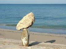 Zusammensetzung mit unterschiedlichen Steinen und Meer Stockfoto