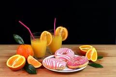 Zusammensetzung mit Zitrusfrucht und Orangensaft lizenzfreie stockbilder