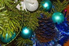 Zusammensetzung von Spielwaren und von Weihnachtsbaum stockbild