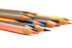 Zusammenstellung der farbigen Bleistifte auf weißem Hintergrund Lizenzfreie Stockfotografie