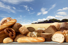Zusammenstellung der gebackenen Waren Stockfotos