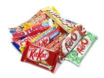 Zusammenstellung der Nestle-Schokoladen-Produkte stockbilder