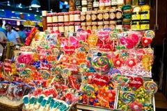 Zusammenstellung der Süßigkeiten im La Boqueria Stockfoto