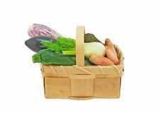 Gemüse in einem Korb Lizenzfreie Stockbilder