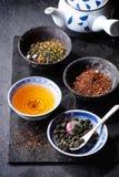 Zusammenstellung des trockenen Tees Stockbilder