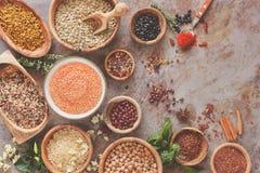 Zusammenstellung von Hülsenfrüchte, von Korn und von Samen Stockbilder