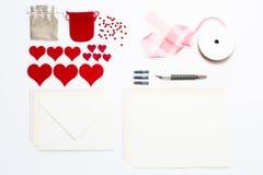 Zusammenstellung von Liebesbriefeinzelteilen und von Handwerksversorgungen Lizenzfreies Stockfoto