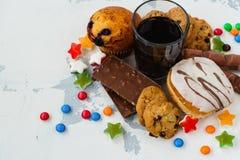 Zusammenstellung von Produkten mit hohem Zuckergehalt Stockfoto