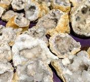 Zusammenstellung von Quarz Druzy-Drusen von einer Mineralfabrik Lizenzfreie Stockfotografie
